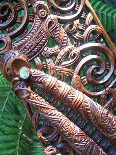 Simple Wood Carving, Wood Carving Art, Wood Art, Maori Face Tattoo, Maori Patterns, Maori People, Polynesian Art, Maori Tattoo Designs, Nz Art
