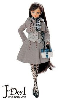 This is a Jun Planning Fashion Doll - Old Arbat NRFB. The doll is 10 inches tall No. Brand New! Non Smoking.See my other auctions for other Dolls, toys and Dollhouse Miniatures.