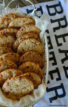 Cevizli peynirli kraker Bakery Recipes, Baby Food Recipes, Little Bites, Tandoori Chicken, Ham, Healthy Snacks, Shrimp, Biscuits, Food And Drink