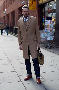 Marrying a camel overcoat and navy jeans is a surefire way to infuse style into your day-to-day lineup. Finishing with burgundy derby shoes is an easy way to bring some extra flair to this ensemble. Sharp Dressed Man, Well Dressed Men, Uk Fashion, Autumn Fashion, Fashion 2020, Fashion Jewelry, Light Blue Dress Shirt, Looks Jeans, Men Street