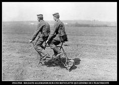 Première guerre mondiale - Soldats allemands sur une bicyclette qui génère de l'électricité.