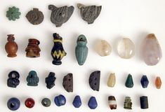 Beads and Amulets Egypt Culture, Petri Dish, Amulets, Medieval Art, Ethnic Jewelry, Byzantine, Objects, Beads, Stone