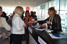 Directivas y empresarias informándose de los servicios que ofrece Banco Mediolanum