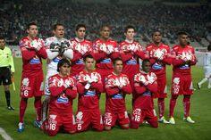 Homenaje a Miguel Calero... los jugadores usaron su suéter rojo