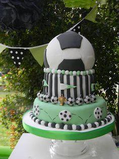 Para mi Santucho, prepare este cumple Tematico de Fu... Lucas 9, Ideas Para Fiestas, Party Cakes, Pastel, Desserts, Food, Football, Theme Parties, Birthday Table