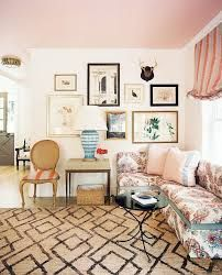 love this pink ceiling: Moore Coral Buff. Find the Perfect Pink Paint Color: The Experts Share Their Favorites - Vogue Ceiling Paint Colors, Pink Paint Colors, Colored Ceiling, White Ceiling, Plafond Rose, Murs Roses, Pink Room, Colorful Interiors, Gallery Wall