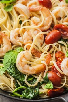 This fresh tomato, spinach, and shrimp linguine is a light and simple pasta dish that proves you don't have to sacrifice quality ingredients for ease. Linguine Recipes, Seafood Recipes, Pasta Recipes, Shrimp Linguini, Slow Cooker Recipes, Cooking Recipes, Healthy Meals, Healthy Recipes, Healthy Dinner Options
