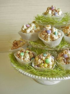 Cute little popcorn cupcakes from http://inmyownstyle.com/2010/03/fun-treats-to-eat-popcorn-cupcakes.html