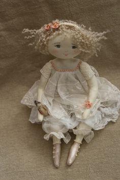 Louise timide mais guillerette...(35 cm) - Le Jardin des Farfalous