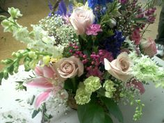 spring flower arrangements centerpieces | Homemade on Long Island: Spring Flower Arrangement 2011