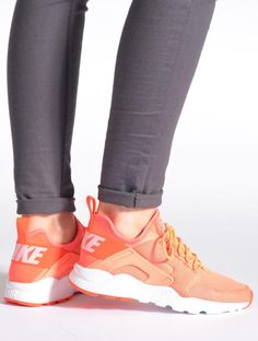 Baskets Oranges Nike W Air Huarache Run Ultra, 130€ sur Sarenza.com