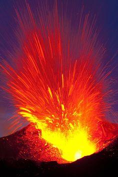 Eyjafjallajökull volcano erupting|dpf.peter