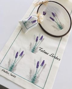 Creative Lettering, Dyi, Ceramic Painting, Table Linens, Elsa, Diy And Crafts, Cross Stitch, Embroidery, Canvas