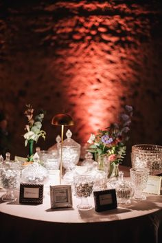 confettata matrimonio vintage Wedding Decorations, Table Decorations, Unique Weddings, Confetti, Wedding Inspiration, Wedding Ideas, Drink Stations, Sweet Tables, Anton