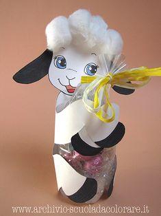 Ecco la proposta per Pasqua dell'Archivio di Scuola da Colorare: un grazioso agnellino che stringe tra le sue zampette gli ovetti di cioccolato. Clicca QUI per leggere la presentazione del sito Arc...