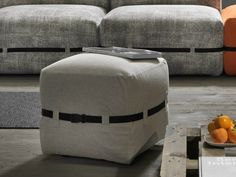Pouf rembourré en tissu Collection Pouffy by MY home collection | design Enrico Cesana