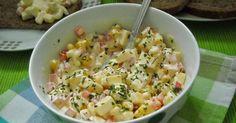 Een frisse salade met kaasblokjes, paprika, ajuintjes, maïs en een smeuïg sausje. Deze salade aangevuld met stokbrood of sneetjes broo...