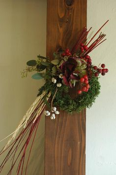 Chinese New Year Flower, Japanese New Year, Xmas Wreaths, Grapevine Wreath, New Years Decorations, Edible Garden, Dried Flowers, Flower Arrangements, Christmas Crafts