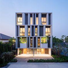 your daily dose of inspiration Architecture Résidentielle, Cabinet D Architecture, Contemporary Architecture, Minimalist Architecture, Modern Townhouse, Townhouse Designs, Building Facade, Building Design, Facade Design