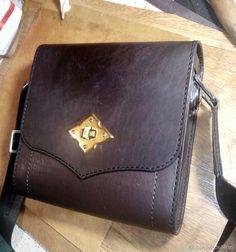 17593c5145cf Шьем небольшую сумочку из кожи  публикации и мастер-классы – Ярмарка  Мастеров Мастерская