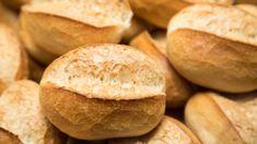 Sie haben Lust auf frische Brötchen, aber keine Lust zum Bäcker zu gehen? Diese Sonntagsbrötchen sind sehr schnell vorbereitet und in wenigen Minuten gebacken. Und alle Zutaten haben die meisten Menschen ohnehin im Haus. Ciabatta, Pampered Chef, Tortellini, Bread Baking, Bakery, Brunch, Chips, Food And Drink, Veggies