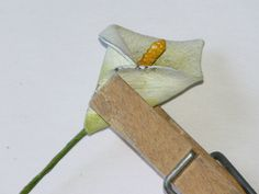 Paper/fabric calla lily DIY instructions here -- awesome!