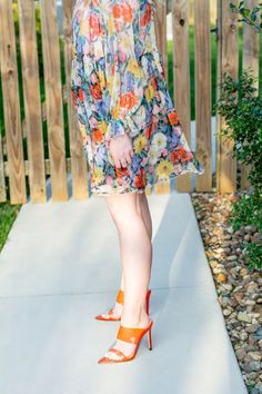 Bright Floaty Floral Babydoll Dress + Orange Heels. | Le Stylo Rouge Orange Heels, Babydoll Dress, Fashion Group, Only Fashion, Womens Fashion, Fashion Beauty, Stylish Outfits, Cute Outfits, City Chic