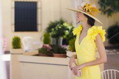 Si hace unos años alguien me hubiera dicho que el amarillo sería uno de los colores que más utilizaría para vestir, lo hubiera negado rotundamente. Y aquí me tenéis, enamorada de este vestido tan f…