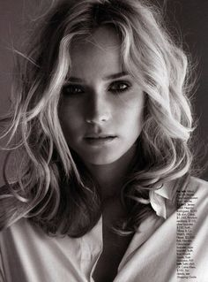 des yeux un peu smoky ou bel eye liner  Diane Kruger loose medium hair - hairstyles shoulder curly medium
