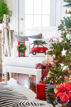 There's nothing we love more than good ol' pretty Christmas pillows!