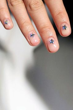 How Cool Is This Star Manicure? | Le Fashion | Bloglovin'