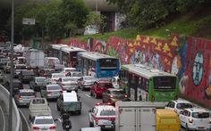 Pesquisa aponta que brasileiros querem menos carros e que 74% de nós é a favor de ações que reduzam o espaço dos veículos particulares nas ruas caso o motivo seja implantar novas medidas de locomoção no lugar como ciclofaixas corredores de ônibus e calçadas para pedestres. Você já parou para pensar que essa é uma grande oportunidade para engenheiros de transporte? Descubra como aproveitar essa tendência lendo o post completo no blog http://ift.tt/1IJoGoo -- e aproveite para me seguir no meu…