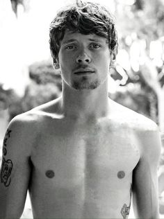 Jack O'Connell Shirtless Photoshoot Jack O'connell, Handsome Actors, Hot Actors, Actors & Actresses, Cook Skins, Beautiful Men, Beautiful People, Las Vegas, Birthday Presents For Men