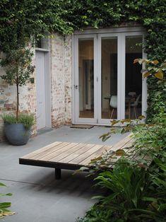 Day bed / bench seat in Fitzroy north courtyard garden Terraced Patio Ideas, Interior Design Major, Outdoor Rooms, Outdoor Decor, Outdoor Stuff, Front Courtyard, Garden Seating, Small Gardens, Garden Inspiration