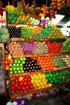 Colorful fruit and veggie stand. We had a road side farm stand like this in Ohio. Fruit And Veg, Fruits And Vegetables, Fresh Fruit, Colorful Fruit, Exotic Fruit, Produce Displays, Produce Stand, Fruit Stands, Farm Stand