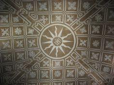 Maravillosos esgrafiados en la sacristía de la iglesia de Toril.