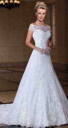 wedding dress by Center Noivas