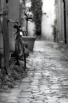 Small alley by Mavani Photography on 500px