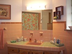 How To Tone Down Or Play Up Pink Vintage Bathroom Tile Vintage Bathrooms Bathroom Tiling And Apartment Therapy