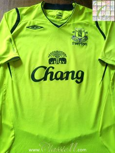 Relive Everton s 2008 2009 season with this vintage Umbro home football  shirt. Everton Fc 7275d76bc