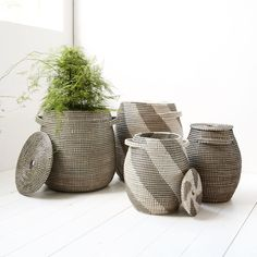 That is the Effect baskets set from Danish House Doctor! The House Doctor Effect baskets are fun to use as storage or turn into a plantholder. Danish House, Nordic Home, House Doctor, Decorative Items, Design Store, Toy Store, Storage Baskets, Basket Sets, Plant Holders