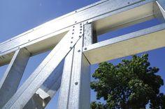 Galería de Los 15 materiales y productos arquitectónicos más populares de 2017 (elegidos por nuestros lectores) - 65 Metal Stud Framing, Steel Framing, Steel Building Homes, Shed Building Plans, Tyni House, House Roof, Steel Frame House, Steel House, Construction Container