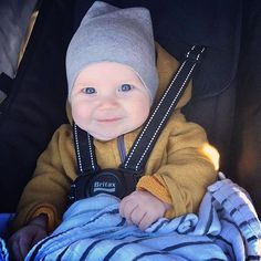 adorable babe in the adorable slouchy beanie and happy romper. #liveinminimioche