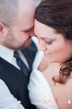 #plussizebride {Real Plus Size Wedding} A Gilded Teal Event in Michigan | Wren Photography | Pretty Pear Bride | http://prettypearbride.com/real-plus-size-wedding-a-gilded-teal-event-in-michigan/