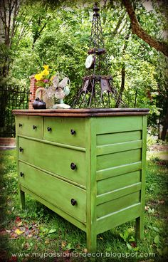 My Passion For Decor: White And Neglected Craigslist Dresser Turned Green Beauty - she used Happy Camper green by Behr plus chalk paint for the sides. The top is one coat of  red mahogany stain, then 1 coat Jacobean, then 2 coats Annie Sloan dark wax.