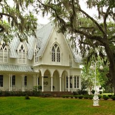 Looking to get married out of a scene from The Notebook?  Check out these breathtaking Plantation Wedding venues in South Carolina!