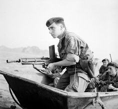 FM 24/29 machine gun and french commando - first Indochina war