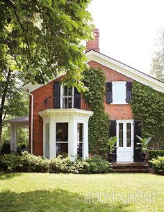 This Federal-style saltbox home's black shutters and white trim are suitably formal. | Photographer: Angus Fergusson | Designer: Brett Sherlock and James Booty