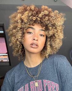 Curly Hair Styles, Natural Hair Styles, Beautiful Black Hair, Light Skin Girls, The Perfect Girl, Coily Hair, Natural Curls, African Hairstyles, Healthy Hair