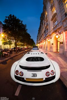 Outrageous is the only way to describe the Bugatti Veyron. The fastest production car in the world with a top speed of Lamborghini, Bugatti Cars, Bugatti Veyron, Ferrari 458, Exotic Sports Cars, Exotic Cars, Automobile, Black Audi, Super Sport